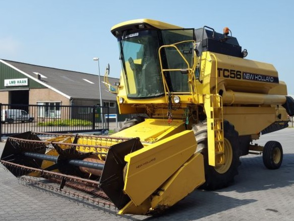 New Holland TC 56 Harvester